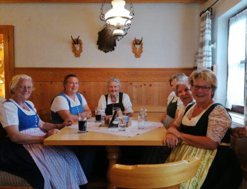 gmiadliches zammkemma der Röckefrauen im Cafe Pauli